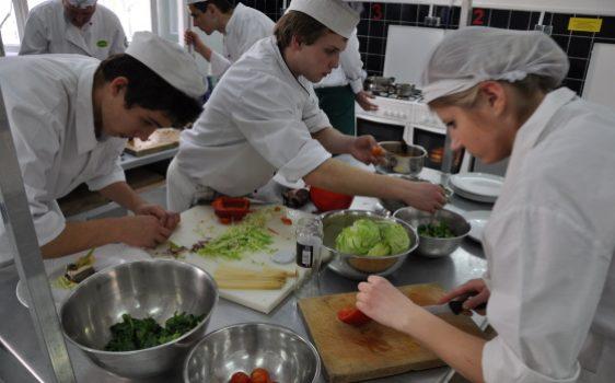 Płatne staże wzawodach: kucharz, kelner, barman