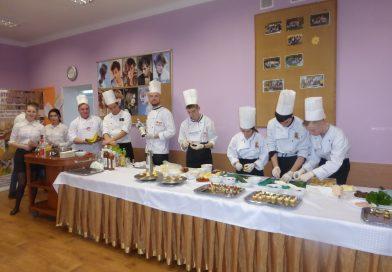 Serdecznie zapraszamy Gimnazjalistów wraz zRodzicami  wdniu 21 kwietnia 2018r. wgodzinach 9.00 – 14.00  naDZIEŃ OTWARTY wZespole Szkół Gastronomicznych nr2 im.prof.Odona Bujwida.