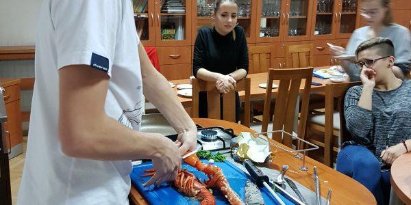 Kurs kelnerski w ramach projektu Centrum Kompetencji Zawodowych w Gminie Miejskiej Kraków.